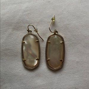 Kendra earrings. White/tan color.